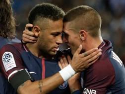 Neymar complimentato da Verratti. Afp