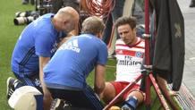 Nicolai Müller, dolorante dopo l'infortunio al crociato. Ap