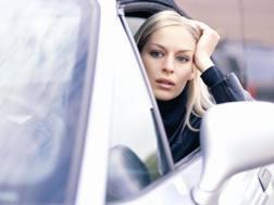 Una ragazza al volante