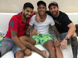 Neymar tra Suarez e Messi in una foto postata su Instagram dall'argentino