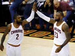 Irving e LeBron durante le Finals 2017. Afp