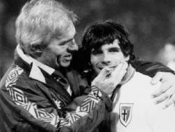 Nevio Scala (a sinistra) insieme a Gianfranco Zola Ansa