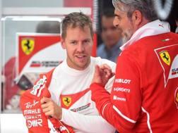Sebastian Vettel con Arrivabene ai box a Spa. Afp