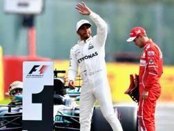 Hamilton festeggia la pole e Vettel