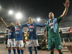 José Manuel Reina, 34 anni., festeggia con i compagni la vittoria sull'Atalanta. Afp
