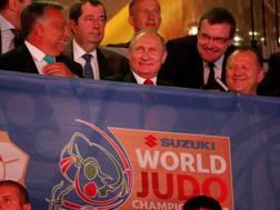 Putin con il Primo Ministro Orban ai Mondiali REUTERS