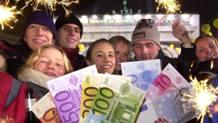 La festa per l'arrivo dell'Euro. Epa