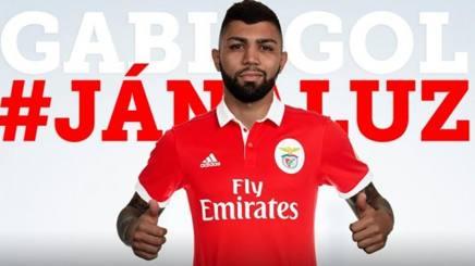 Gabigol con la maglia del Benfica.
