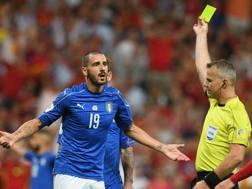 Bonucci ammonito durante la partita contro la Spagna: salterà la gara con Israele.