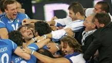 Azzurri in delirio dopo il successo continentale di Roma 2005. Reuters