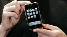 Il design dell'iPhone Edge, il primo modello della serie. Reuters