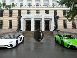 L'ingresso della mostra sul design Lamborghini a San Pietroburgo