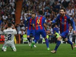 Messi in gol nel Clasico dello scorso aprile. Reuters