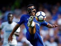 Pedro in azione contro l'Everton.Action