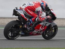Danilo Petrucci in azione con la Ducati del team Pramac