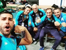 Luigi Busà festeggia l'approdo in finale con i coach azzurri. Da sin.: Luigi, Salvatore Loria, Claudio Guazzaroni, Cristian Verrecchia e Vincenzo Figuccio