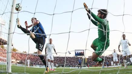 Il clamoroso palo di Ilicic durante la prima giornata di Serie A. Ansa