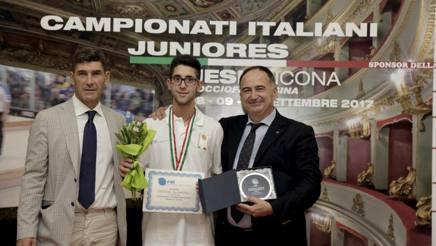 La premiazione di Gusmeroli con il Presidente De Sanctis e il Consigliere Gregori