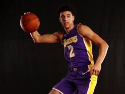 Lonzo Ball con la maglia dei Lakers. Afp