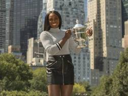 Sloane Stephens col trofeo a Central Park. Reuters