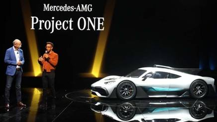 Hamilton con Zetsche e la Mercedes AMG Project One