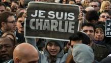 Una folla immensa in piazza a Parigi in difesa della libertà. Getty