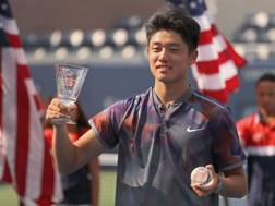 Wu Yibing in premiazione a New York. Afp