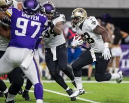 Adrian Peterson in maglia Saints contro la sua ex squadra, i Minnesota Vikings, in uno dei due Monday Night REUTERS