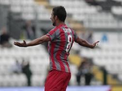 L'esultanza di Michele Cavion dopo il gol alla Pro Vercelli Lapresse