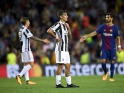 Dybala perplesso al Camp Nou. Getty Images