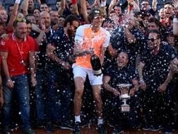 La festa di Alexander Zverev, vincitore a Roma 2017. Getty