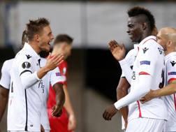 Balotelli esulta dopo aver segnato la quinta rete del Nizza allo Zulte. Reuters