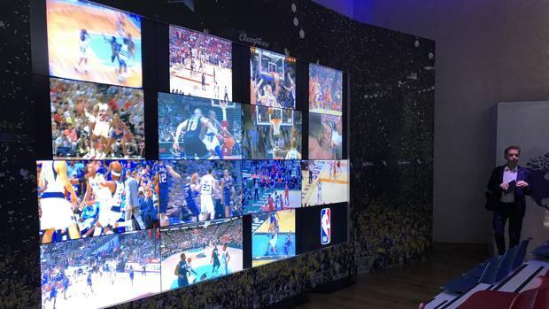 La sala video del Samsung District, qui verranno mostrati i filmati delle storie e dei più bei discorsi di ringraziamento