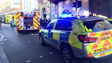 Polizia in azione a Parsons Green. Lapresse