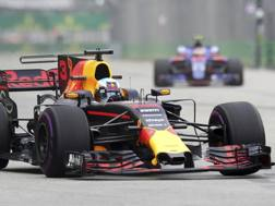 Daniel Ricciardo in azione a Singapore. Ap