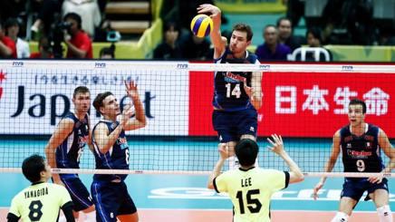 Un attacco di Matteo Piano, 26 anni, nella vittoria dell'Italia sul Giappone FIVB.COM