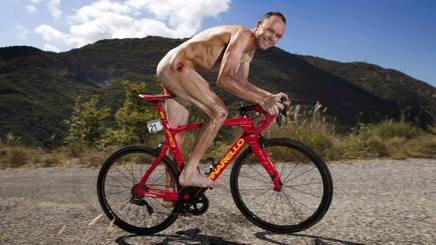 Chris Froome nudo sulla sua Pinarello