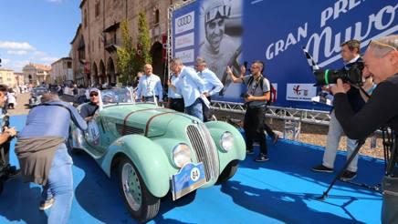 L'arrivo vittorioso di Vesco-Guerini su BMW 328 del 1939