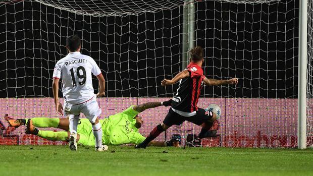 Il gol del 2-1 di Chirico. Lapresse