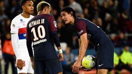 Neymar e Cavani, scintille nella partita contro il Lione. Afp