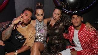 Da sinistra Hamilton, la pop star Rita Ora, Fran Cutler e Neymar. Getty