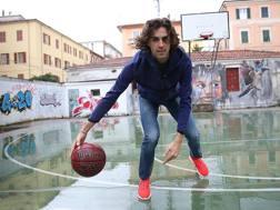 Per Gimbo il basket è una grande passione: eccolo in una foto del 2016. Colombo