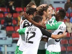 Il Sassuolo festeggia il gol vittoria di Alessandro Matri. ANSA