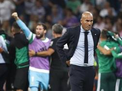 Zinedine Zidane dopo il ko col Betis. Epa