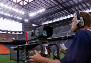 Una telecamera dentro lo stadio di San Siro. Ansa