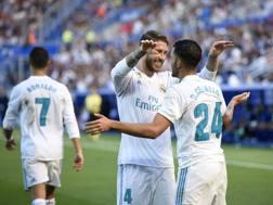Ramos abbraccia Ceballos. Afp