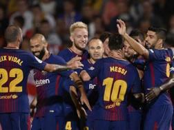 Il Barcellona festeggia la vittoria ai danni del Girona. AFP