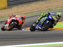 Marquez e Rossi in azione ad Aragon. Epa