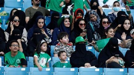 Donne arabe in tribuna a Riyad
