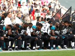 I Jacksonville Jaguars in ginocchio a Wembley. Action